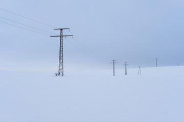 Stromleitungen im Schnee © romanb321