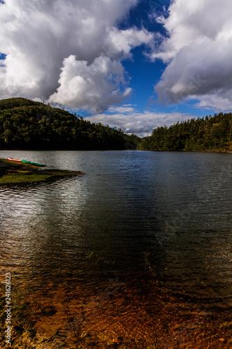 Lago na região da Serra da Mantiqueira, São Paulo, Brasil, próximo a Campos do Jordão e Pindamonhangaba