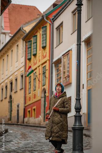 mata magnetyczna Women on the Street with cobblestones in Buda. Budapest, Hungary