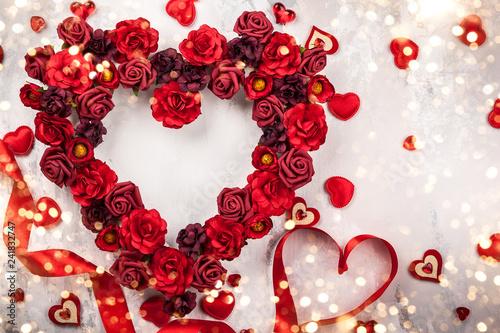 Leinwanddruck Bild Red roses in shape of heart
