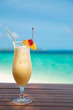 Quadro cocunut cocktail and sea background on clear sky day