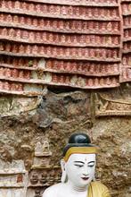 """Постер, картина, фотообои """"Hpa An, statue de Bouddha et statuettes sur rocher"""""""