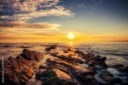 obraz lub plakat Sunrise over the beach