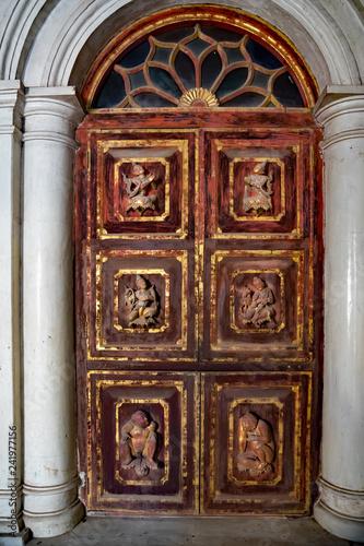 Türportal in einem Kloster