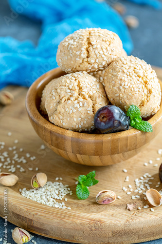Foto Murales Homemade Moroccan sesame cookies in a wooden bowl.