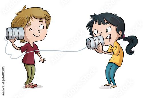 niños hablando con telefono domestico - 242103133