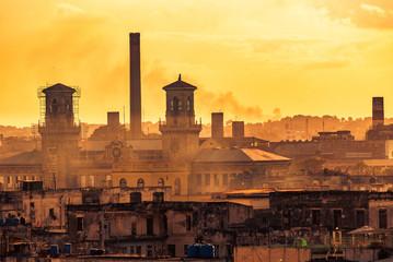 Blick auf Altstadt von Havanna Kuba bei Sonnenuntergang
