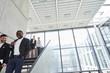 Business Kollegen auf der Treppe im Konzern