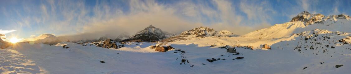 Alpe Prabello e rifugio Cristina in Valmalenco - vista invernale al tramonto