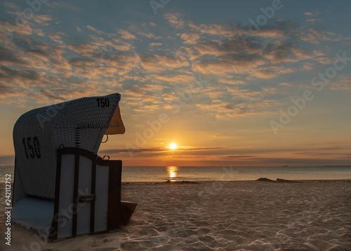 Leinwanddruck Bild Strandkorb - Sonnenaufgang