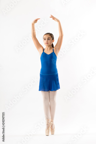 obraz lub plakat Graceful young ballerina posing on pointe