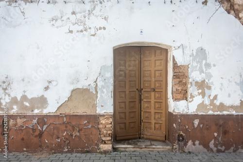 Puertas aros marca llamar a la puerta madera castillo niebla