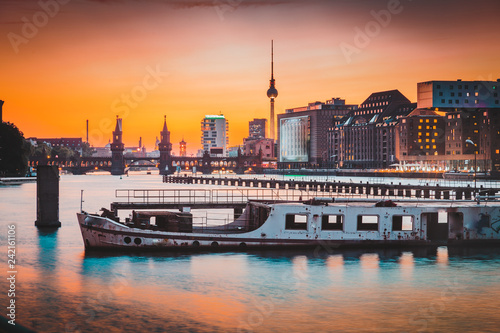 Leinwanddruck Bild Berlin skyline with old ship wreck in Spree river at sunset, Germany