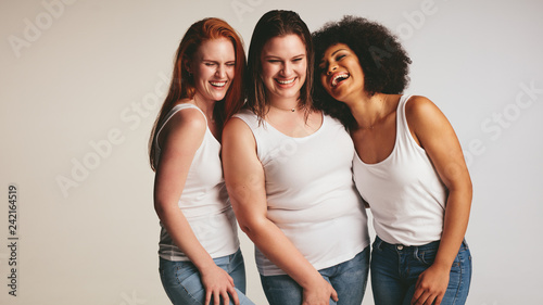 Leinwanddruck Bild Diverse group of women laughing together