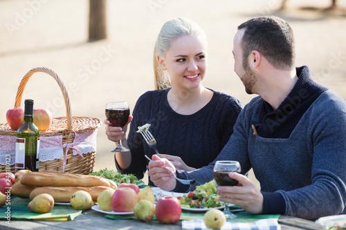 Leinwanddruck Bild Couple drinking wine at table