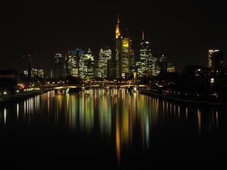 Frankfurt Skyline Nacht Spiegelung © prempict