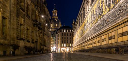 Dresdner Frauenkirche zur blauen Stunde