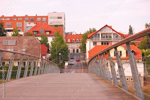 Fußgängerbrücke in Maribor Slowenien - 242209957