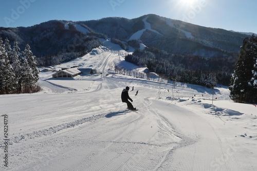 obraz PCV スキー場でスポーツを楽しむ人たち