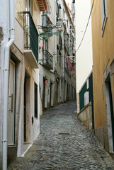 Naarow streets of Lisobon