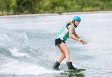 Frau beim Wassersport - 242277748