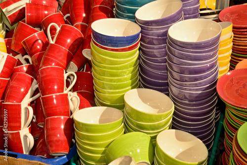 canvas print picture Farbige Keramikschuesseln zum Verkauf