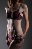 Sexy sportlicher Bauch einer trainierten Frau