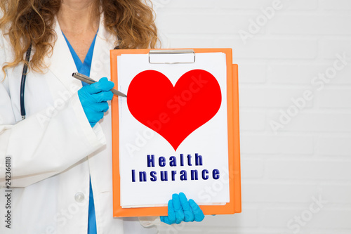 Foto Murales doctor with folder and message from health insurance