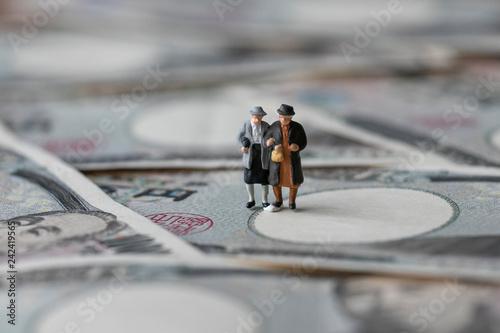 Foto Murales お金と男女のミニチュア