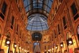 Galleria Vittorio Emanuele II a Milano addobbata per il Natale - 242463365