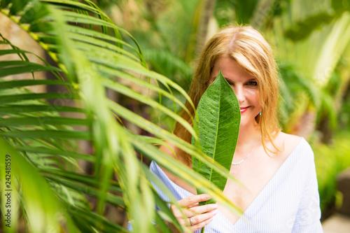 Foto Murales Portrait of jungle girl