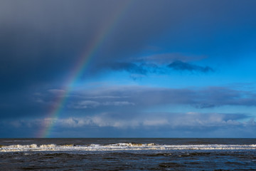 Regenbogen über der niederländischen Nordsee