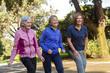 3 donne di ieta matura che si allenano  felici al parco