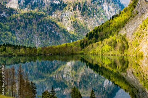 Spiegelsee in den Bergen