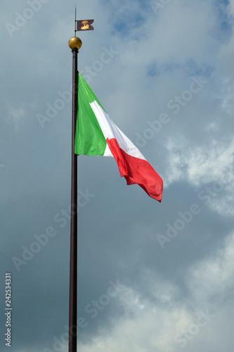 Italienische Flagge - 242534331