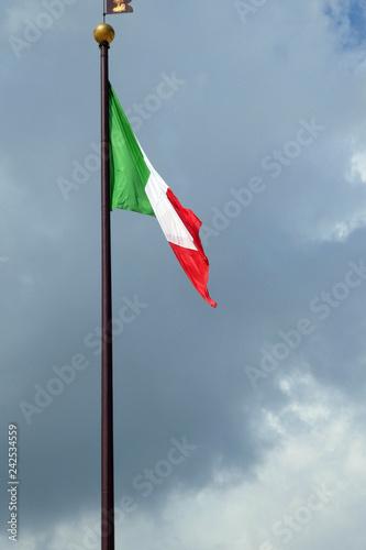 Italienische Flagge - 242534559