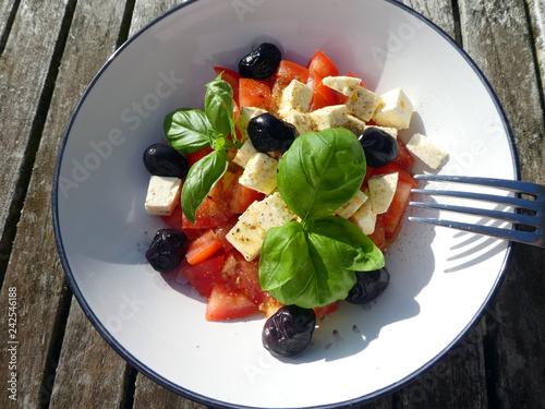 Tomaten Schafskäse Salat - 242546188
