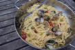Spaghetti Vongole in der Pfanne - 242548792