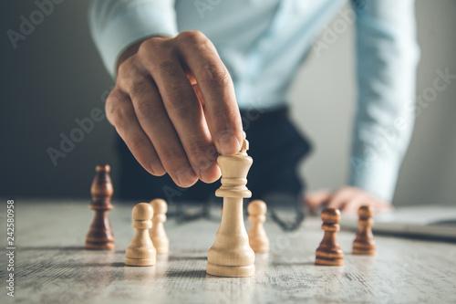 Foto Murales man hand chess