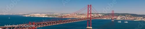 Foto Murales Panoramablickauf die Brücke Ponte 25 de Abril