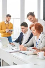 Business Team im Computer Workshop