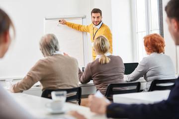 Dozent im Business Seminar