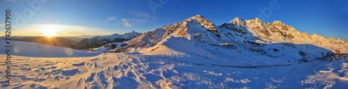 Tramonto invernale su Corna Mara e cime di Rogneda - Alpi Retiche, Valtellina