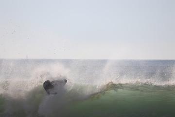 surfeur sur une vague © jerome33980