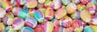 Bunte Ostereier mit Wasserfarbe zu Ostern
