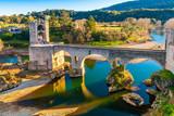 Pont fortifié médiéval de Besalu en Catalogne, Espagne