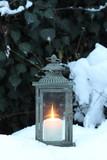 vintage Laterne im Schnee - 242690355