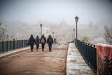 Centellada río Duero brumoso por la mañana con niebla.