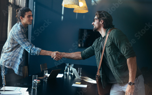 Poster Business men handshake after a successful meeting