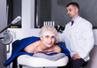 Leinwanddruck Bild - Woman receiving hardware body treatment